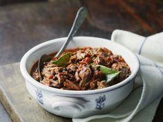 Brasiertes (geschmortes) Rindfleisch ist ein Rezept mit frischen Zutaten aus der Kategorie Rind. Probieren Sie dieses und weitere Rezepte von EAT SMARTER!