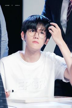 Image shared by sadandsassyciel. Find images and videos about kpop, exo and baekhyun on We Heart It - the app to get lost in what you love. Baekhyun Chanyeol, Exo Exo, K Pop, Luhan And Kris, Exo Korean, Korean Wave, Korean Idols, Kim Minseok, Kim Junmyeon