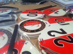 Elke speler van Feyenoord 1 zijn eigen label aan de sporttas, gemaakt door Profore in Lisse: http://www.bagtags.nl/sportclubs.html