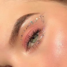 Makeup Hooded Eyes, Skin Makeup, Eyeshadow Makeup, Makeup Monolid, Eye Makeup Art, Monolid Eyes, Easy Eyeshadow, Neon Eyeshadow, Eye Makeup Designs