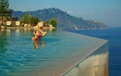 Gli hotel con vista mozzafiato più belli d'Italia [FOTO] - Le suite più belle con panorami mozzafiato, le piscine a sfioro sul mare, gli alberghi che si affacciano sui monumenti più famosi: un giro tra gli hotel con vista più belli del nostro Paese.