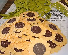time for more Convention swaps! I was totally inspired by Jill's adorable card HERE, and decided I needed to make a swap card using her super cute flower idea! WAY too cute, Jill! Punch Art Cards, Paper Punch, Sunflower Cards, Fall Candy, Gift Wraping, Giant Paper Flowers, Candy Cards, Craft Sale, Craft Fairs