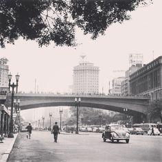 Vale do Anhangabaú com o Viaduto do Chá em destaque, década de 1960