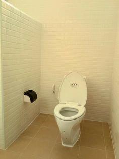 บ้านชั้นเดียว สไตล์โมเดิร์น ขนาด 3 ห้องนอน สำหรับคริบครัวใหญ่ งบ 990,000 บาท - บ้านถูกดี Home, Future House, Toilet, House, Bathroom