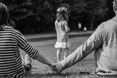 """Los peligros de ser una madre o padre presente pero ausente. """"Todos los niños tienen un radar de autenticidad enorme y saben cuándo un padre/madre realmente está o no está. Aceptan nuestras mentiras por lealtad."""""""