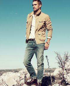Nice and casual outdoorsy look for Carl. Maybe a style inspiration? Rugged Style, Rugged Men, Mens Fashion Suits, Men's Fashion, Rugged Fashion, Safari Fashion, Simply Fashion, Tomboy Fashion, Tan Jacket