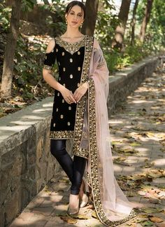 Black Velvet Cold Shoulder Churidar Suit features an embroidered black velvet kameez, lycra bottom and embroidered net dupatta. Zari and stone embellishments are present on this style. Pakistani Dress Design, Pakistani Outfits, Indian Attire, Indian Wear, Indian Style, Moda India, Velvet Suit, Black Velvet, Lehenga