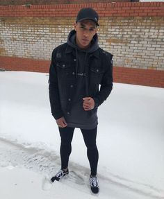 43 First Snow Outfit Ideas for Men to Try Leggings Mode, Tight Leggings, Leggings Fashion, Superenge Jeans, Boys Jeans, Fashion Moda, Mens Fashion, Style Fashion, Snow Outfit