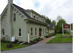Brass Lantern Inn Stowe, Vermont - Guests have reported hearing loud conversations from across the hall -- in a room that turns out to be empty.
