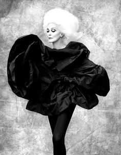Carmen Dell'Orefice - b/w...love this. Find inspirations at Monica Hahn photography