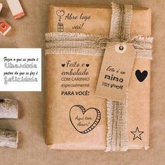 Carimbo em madeira - Abre logo vai no Elo7 | Mega Birô Carimbos (D042D0) Kraft Packaging, Food Packaging Design, Paper Packaging, Creative Gift Wrapping, Creative Gifts, Customized Gifts, Personalized Gifts, Diy Paper Bag, Lettering Tutorial
