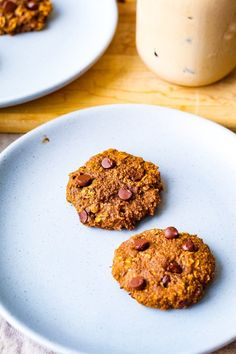 Naturally sweetened vegan pumpkin spice cookies that are the perfect for both breakfast and dessert. They are gluten-free and oil-free, making them friendly for people following special diets. Oatmeal Cake, Oatmeal Cookies, Vegan Pumpkin Cookies, Caramel Frosting, Watermelon Recipes, Afternoon Snacks, Pumpkin Puree, Hygge, Diets