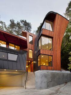Aménagement d'une façade en bois moderne.