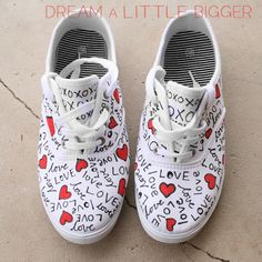 Ideas For Sneakers Diy Shoes Painted Sneakers, Hand Painted Shoes, New Sneakers, Sneakers Fashion, White Sneakers, Doodle Shoes, Sharpie Shoes, Shoe Makeover, Shoe Refashion