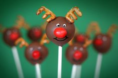 How cute are these reindeer cake pops!