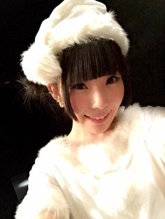 相沢梨紗 Aizawa Risa - Dempagumi.inc / でんぱ組.inc - white Christmas outfit with fuzzy white trim