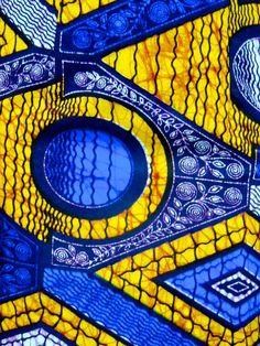 100% algodón africano impresión falda. Amorosamente a mano por los sastres en Tanzania usando localmente sourced materiales.  Fácil de usar casualmente con sandalias o vestido para arriba con tacones de pisos y el desgaste al trabajar con una camisa de color lisa o blusa metidos dentro. Grande para el desgaste de la oficina, ropa casual, elegante ocasiones y días de fiesta.  Características:  -100% algodón -Alta calidad, tela original, africano producida -Cómoda pero con estilo -Solidez del…