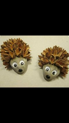 Basteln Mit Kindern Sommer Hedgehog made of beech nuts. - # from # beech nuts # hedgehog Brand name Pine Cone Art, Pine Cone Crafts, Pine Cones, Autumn Crafts, Nature Crafts, Christmas Crafts, Kids Christmas, Diy And Crafts, Crafts For Kids