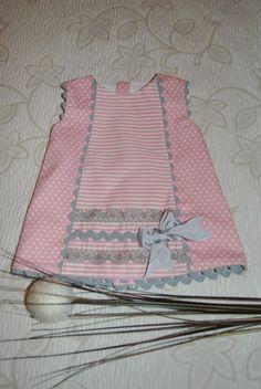 I love pink and gray together. Kids Dress Wear, Kids Outfits Girls, Toddler Girl Dresses, Little Girl Dresses, Girls Dresses Sewing, Girls Frock Design, Kids Frocks Design, Baby Frocks Designs, Baby Girl Frocks