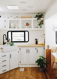Home Tour: Inside The Bright & Air RV Home of Lexa Amstutz Small Space Living, Tiny Living, Small Spaces, Micro Kitchen, Shared Closet, Rv Homes, Mother's Day Diy, Storage Hacks, Desk Organization