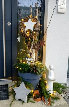 Christmas window – diy home crafts Modern Christmas, Christmas Time, Christmas Wreaths, Christmas Crafts, Tree Decorations, Christmas Decorations, Christmas Chandelier, Paper Rosettes, Navidad Diy