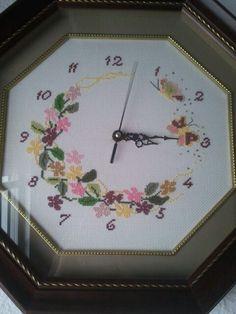 Reloj punto cruz flores