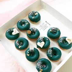 Get some donut recipe concepts with this assortment of donuts for motivation. Attempt your hand at home made baked or fried donuts. This assortment of donut images will encourage you to create your personal yummy[. Fancy Donuts, Cute Donuts, Mini Donuts, Donuts Donuts, Fried Donuts, Doughnut, Donut Pictures, Donut Images, Types Of Donuts