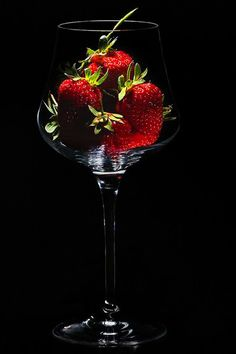 Still Life by Giuliano Cattani on - Obst Dark Food Photography, Glass Photography, Still Life Photography, Tabletop Photography, Still Life Photos, Fruit Art, Fruits And Veggies, Food Art, Wines