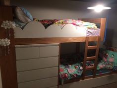 3 Built In Bunk Beds In An Overlapping Design To Fit In