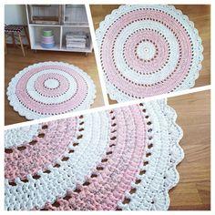Virkad matta i rosa