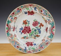 """Chinese export plate with famille rose decoration - Qianlong period (1736-1795) - 18th Century - Diameter Ø 8.9"""" (225 mm)."""