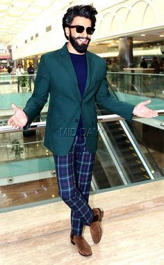 Ranveer Singh at multiplex in New Delhi for a promo event of in Mumbai. Bollywood Stars, Bollywood Fashion, Bollywood Celebrities, Bollywood Actress, Ranveer Singh Beard, Deepika Ranveer, Deepika Padukone, Sr K, Cool Hairstyles For Men
