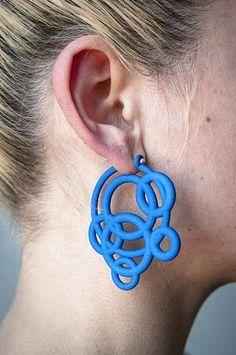 Loop Hoops by Maria Eife. 3D printed nylon, sterling silver #3dPrintedJewelry