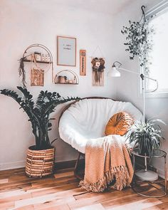 Papasan with a throw blanket. Cozy reading and chatting spaces Cute Bedroom Ideas, Cute Room Decor, Room Ideas Bedroom, Bedroom Inspo, Zen Bedroom Decor, Yoga Room Decor, Hippy Bedroom, Meditation Room Decor, Meditation Corner