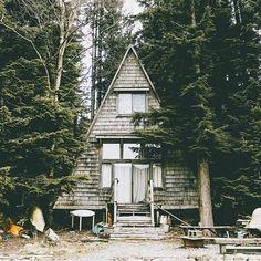Weekend Cabin. Photo: @young.seeker #forgeyourownpath