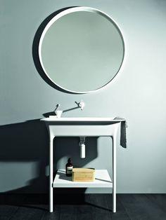 Lavabos misteriosos que recuerdan al estilo nórdico por sus líneas minimalistas y su color blanco. #arquitectura #interiorismo #lavabos #estilonórdico