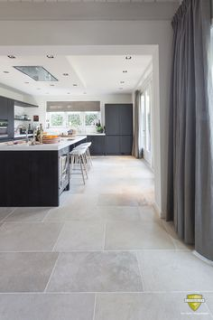 French limestone flooring | Grey colour limestone | Kersbergen.nl