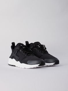 Wmn Air Huarache Run Ultra BLK by Nike