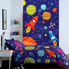 Paneles para decoración infantil, se trata de fotomurales de un tamaño de 158cm de ancho x 232cm de alto, que se componen de dos tiras facilitando su colocación. Para más información en el siguiente enlace : http://papelpintadobarcelona.com/2016/02/20/murales-infantiles/ Varias propuestas, mural de dinosaurios, el mundo espacial, donde aparecen estrellas, planetas y cohetes, fotomural de los superhéroes, superman y batman.