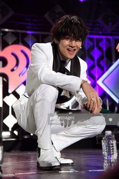 """[PHOTO] Taehyung performing on Jingle ball stage cr- Getty images Daegu, Kpop, V Bts Wallpaper, Jin Kim, Kim Taehyung, Jiyong, K Idol, Forever, Record Producer"