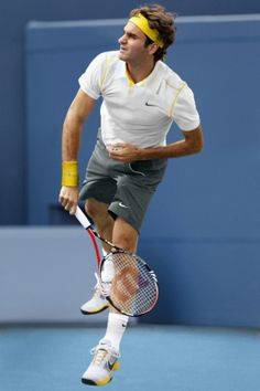 Roger Federer Workout Routine and Diet Plan. Roger Federer does a variety of exercises listed here. Roger Federer, Mode Tennis, Tennis Games, Tennis Tips, Cool Nikes, Tennis Serve, Mr Perfect, Tennis Quotes, Tennis Players Female