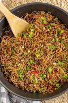 Slimming Challenge Slimming Eats Syn Free Chilli Beef Noodles - gluten free, dairy free, slimming world and weight watchers friendly - Aldi Slimming World Syns, Slimming World Dinners, Slimming World Recipes Syn Free, Slimming Eats, Slimming Word, Asian Recipes, Beef Recipes, Cooking Recipes, Healthy Recipes