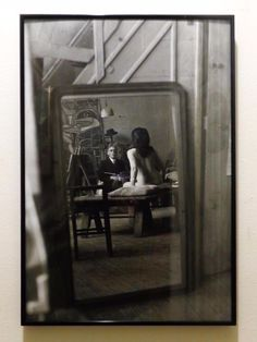 MODERNIST VINTAGE B & W PHOTO OF ARTIST W/NUDE MODEL IN MIRROR, MID-CENT MODERN