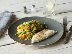 Wijtingfilet met paksoi, tomaat en gebakken rijst Een geurig rijstgerecht met knoflook, gember en rode peper Recept | HelloFresh
