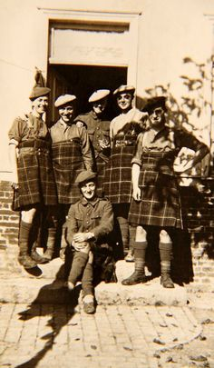 "Seaforth Highlanders in ""one size fits all"" kilts!  WWI ,Fort George"