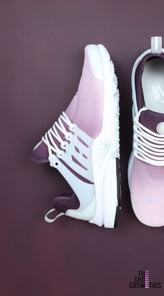 Maroon Nike Presto Custom Sneakers – Ombre Design – TheShoeCosmetics Looking for Maroon Nike shoes? Explore are ombré custom Nike Presto women's sneakers. These maroon aesthetic cute custom Nike shoes are perfect for standing out! Trendy Shoes, Cute Shoes, Casual Shoes, Formal Shoes, Nike Presto Damen, Sneakers Fashion, Shoes Sneakers, Fashion Shoes, Sneakers Design
