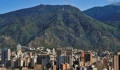 Caracas.  Fotografía cortesía de @maovilla_  #LaCuadraU #GaleriaLCU #Caracas #ElAvila #CaracasHermosa