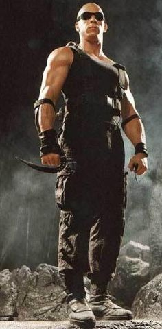 Vin Diesel as Riddick in Pitch Black Chronicles of Riddick Amo de la Obscuridad Vin Diesel, Diesel Fuel, Science Fiction, Fiction Movies, The Chronicles Of Riddick, Action Movie Stars, Dominic Toretto, Ideal Man, Sci Fi Fantasy