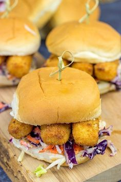 Fish Stick Sliders is an easy meal to make for This recipe is packed with delicious flavor for the kids to enjoy after a long week of school. 📝 A side of malt vinegar coleslaw is highly recommended! Slider Recipes, Fish Recipes, Seafood Recipes, Cooking Recipes, Recipies, Brunch Recipes, Slider Sandwiches, Fish Sandwich, Sandwich Ideas