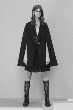 See the complete Elie Saab Pre-Fall 2016 collection.